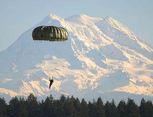 Flickr_-_The_U.S._Army_-_Jump_over_Mt._Rainier