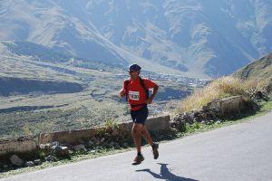 800px-Kazbegi_marathon_runner_2