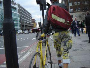 800px-Yellow_bike_0091