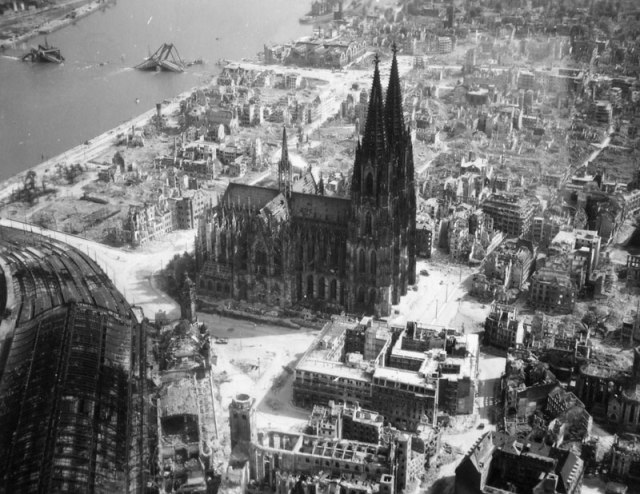 cologne-cathedral-world-war-2-black-and-white